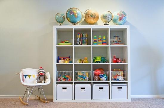 Expedit de ikea en habitaciones de ni os kidsmopolitan - Estanterias para guardar juguetes ...